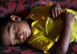 Boy-Sleep-Sri-Lanka_S