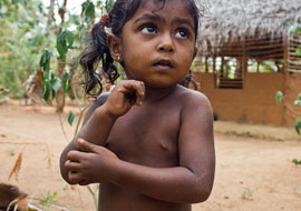 Girl-Village-Sri-Lanka_S