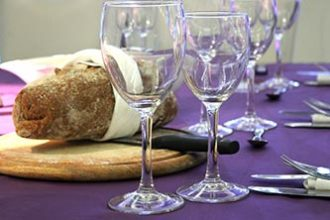 Freebies_bread_glasses_table