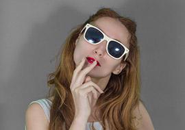Woman-Smoke-Cigarete_S