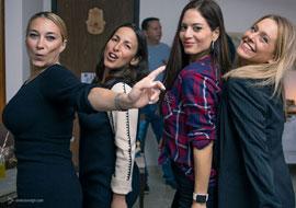 צילום אירועים - 4 בנות במסיבה ביתית